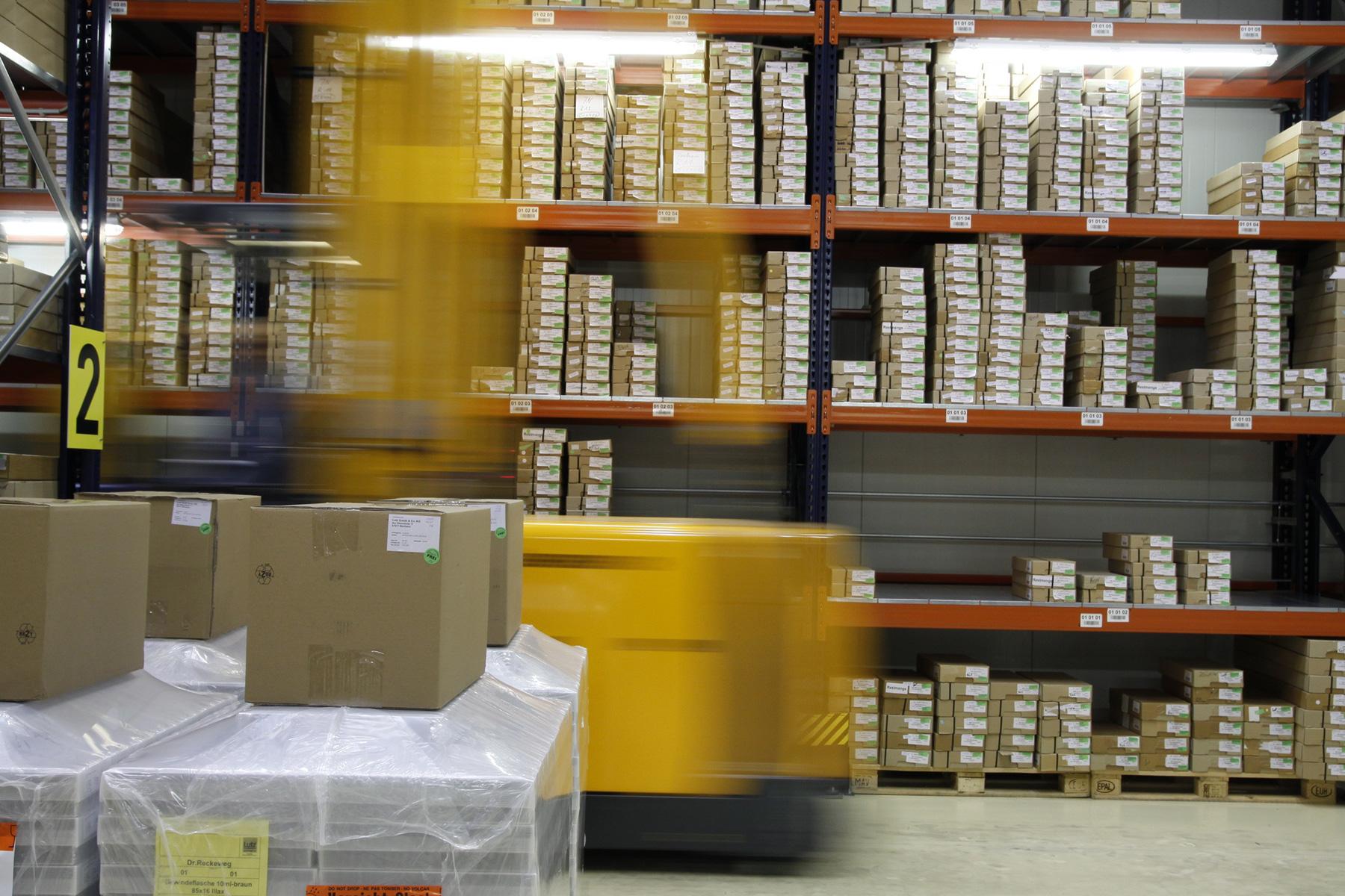 centre-logistique-distribution-entrepot-2